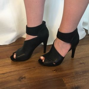 Nine West Black Peep Toe Heel Size 9